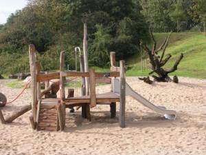 15 Nieuw speeltoestel op natuurspeelplaats Noorderhout door bijdragen Rabobank Gouwestreek en Wijkteam Plaswijck