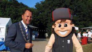 Huttenbouwdorp Noorderhout met Burgemeester en Ed Klep